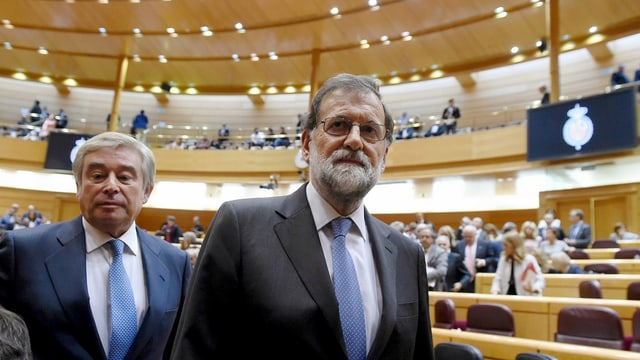 Mariano Rajoy suenter ses pled en il senat a Madrid.