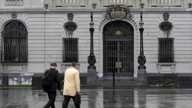 Blick auf den Eingang des Gebäudes der SNB.
