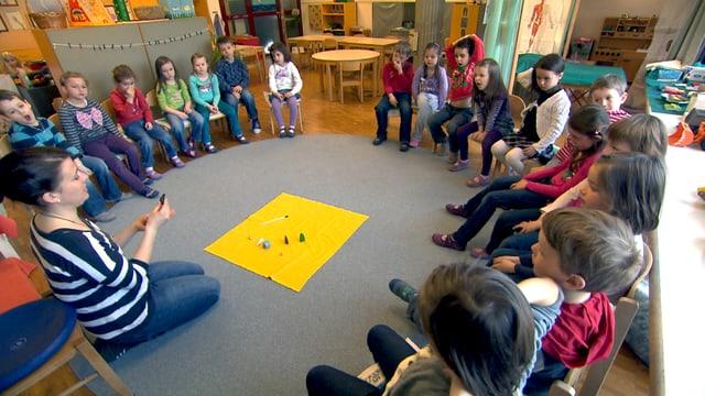 Uffants da la scolina bilingua a Domat