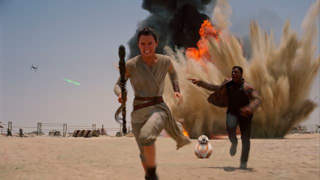 Ils dus caracters principals en in nov film da Star Wars: Daisey Ridley sco Rey e John Boyega sco Finn.