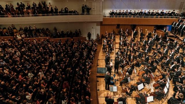 Orchester mit Publikum