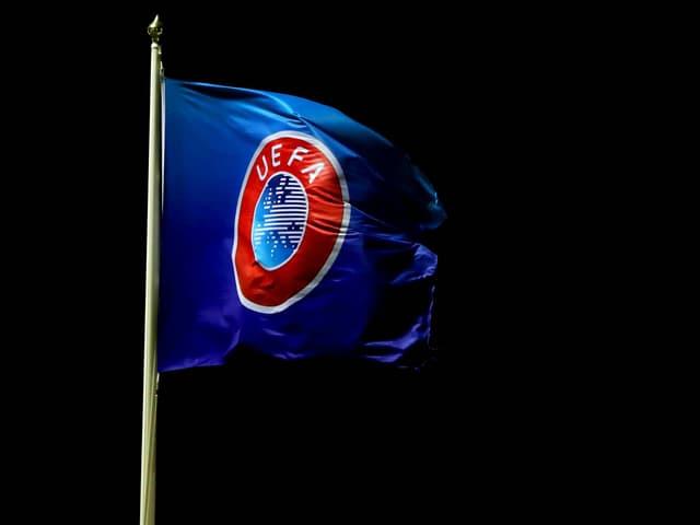 Flagge der Uefa im Wind.