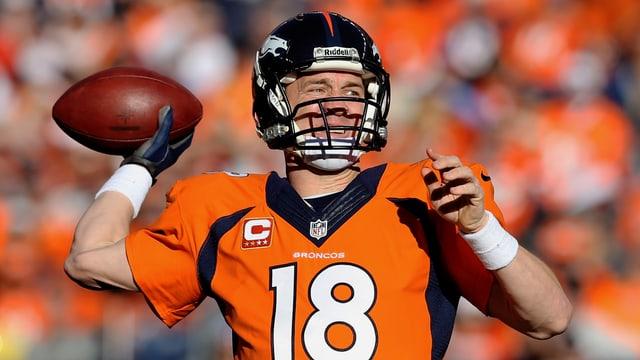 Peyton Manning wirft einen Pass