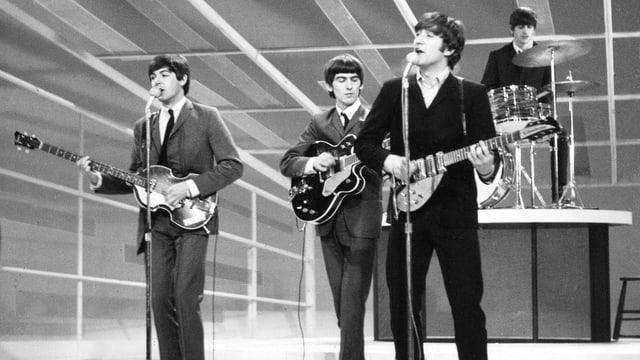 Die Beatles während eines Konzerts.
