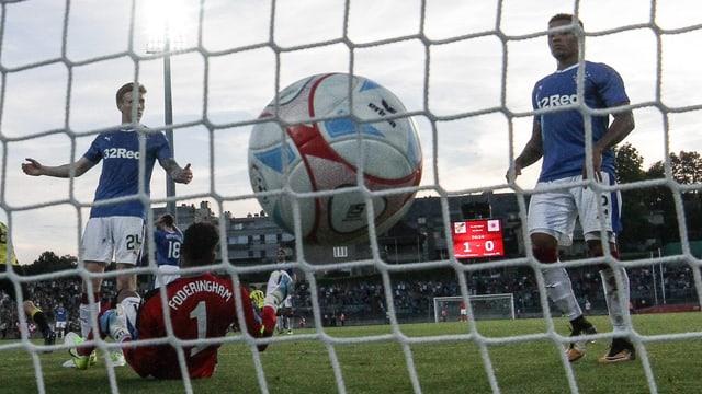 Progrès Niederkorn trifft zum 2:0 gegen die Glasgow Rangers