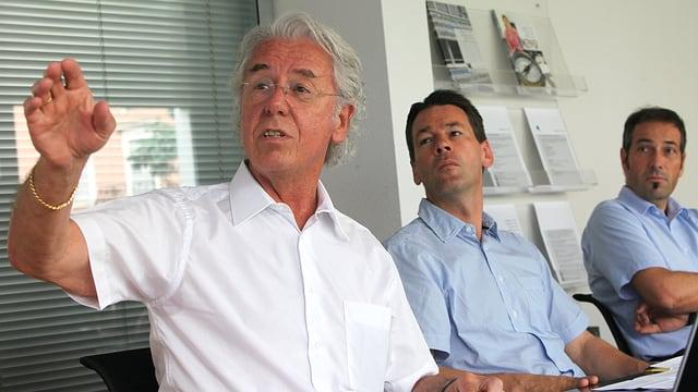 Werner Bründler vom Gewerbeverband, Felix Howald von der Industrie- und Handelskammer und der Steuerexperte Bruno Käch.