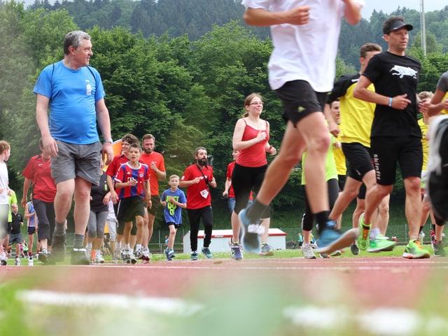 St. Gallen sammelt wandernd, gehend und rennend.