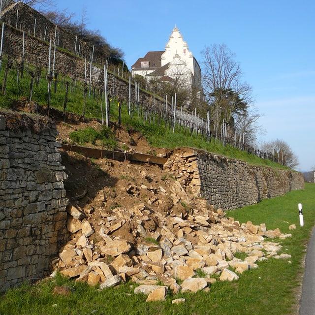 Eingestürzte Trockenmauer