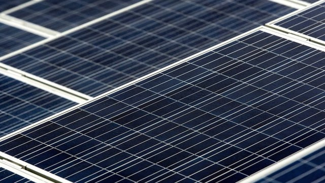 Solarpanels im Bild.