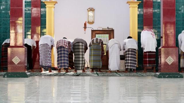 Betende in einer Moschee