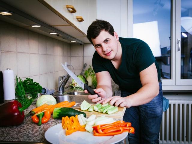 Renato in der Küche.