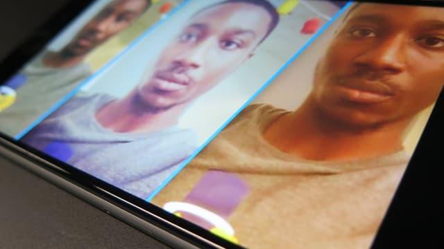 Smartphone, daruf drei Bilder derselben, dunkelhäutigen Person. Das mittlere Bild ist deutlich heller.
