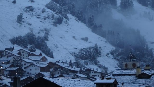 Angezuckerte Landschaft bei Vals.