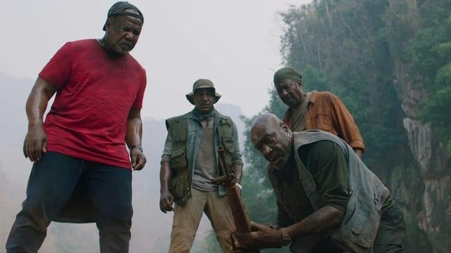 Die vier Hauptdarsteller von «Da 5 Bloods» entdecken das Grab ihres verstorbenen Truppenführers.