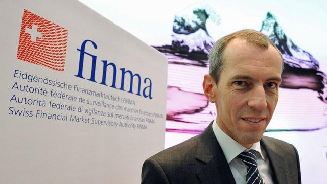 Patrick Raaflaub, Direktor Eidgenössische Finanzmarktaufsicht, an einer Medienkonferenz. (keystone)