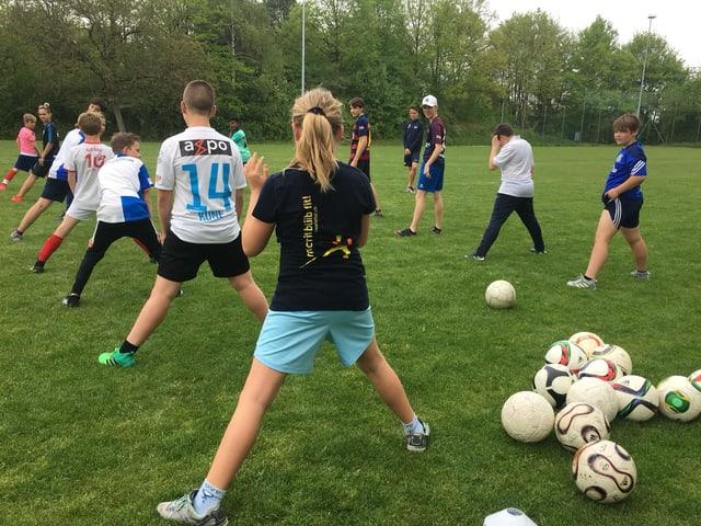 Jugendliche beim Fussballtraining