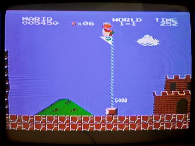 Mario am Schluss des ersten Levels.