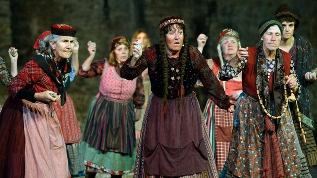 Szene aus dem Theaterstück «Tyyfelsbrigg» der Freilichtspiele Andermatt 2013.