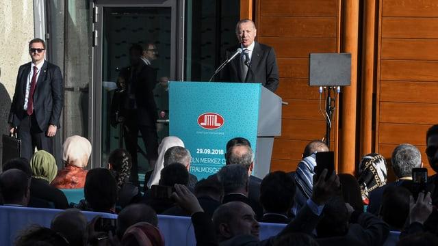 Präsident Erogan hält in Köln eine Rede.