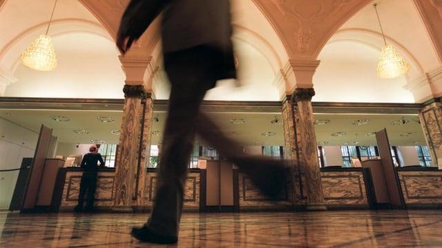 Symbolbild: Schalterhalle einer Bank.