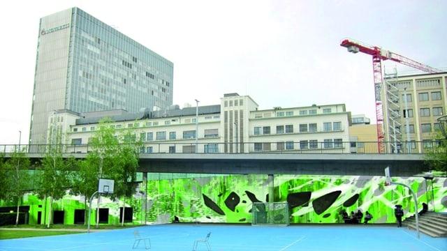Grün statt grau: So soll die Wand am Kleinbasler Brückenkopf der Dreirosenbrücke künftig aussehen.