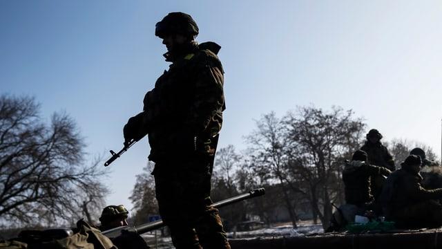 Silhouetten von Soldaten