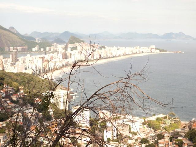 Ausblick von der Favela Vidigal auf Rio de Janeiro.