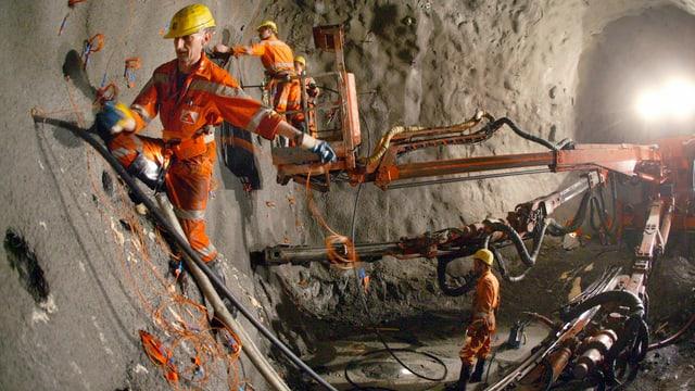 Tunnelarbeiter im Gotthard-Basistunnel.