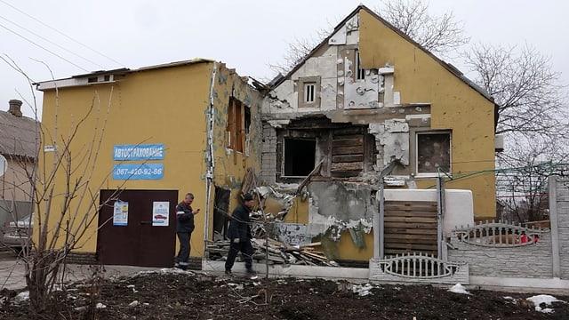 Zerstörtes Haus in Mariupol