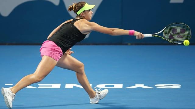 La giugadra da tennis Belinda Bencic durant il quartfinal cunter Jekaterina Makarowa