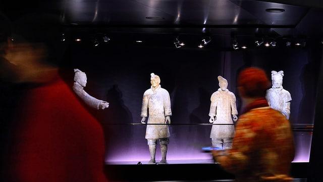 Terrakottakreiger aus China locken viele Besucher ins Historische Museum Bern.