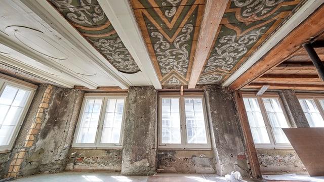 Blick in den Raum mit den Deckenmalereien