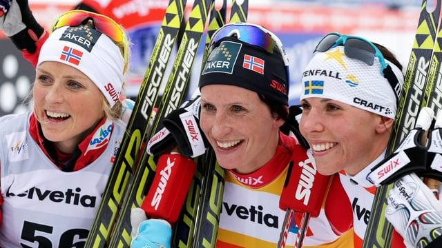 Therese Johaug, Siegerin Marit Björgen und Charlotte Kalla (v.l.).