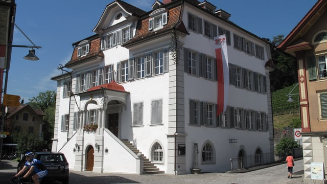 Das Rathaus am Sarner Dorfplatz ist Sitz der Obwaldner Regierung.