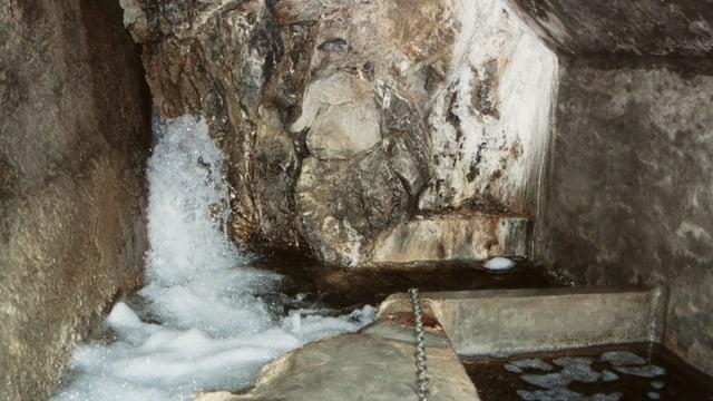 Wasser fliesst ins Reservoir.