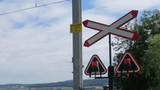 Drehlichter an Bahnübergang.