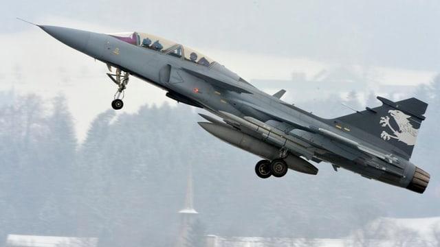 Ein Gripen-Kampfjet in der Luft.