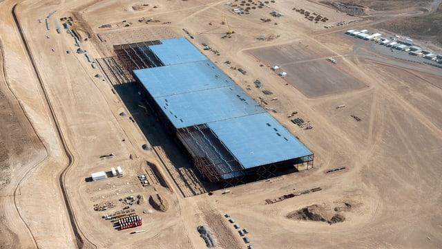 Luftaufnahme der im Bau befindelichen Grossfabrik von Tesla in Nevada.