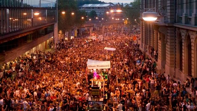 Blick auf den Demonstrationszug.