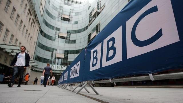 Blick auf den Eingang des BBC-Hauptsitzes.