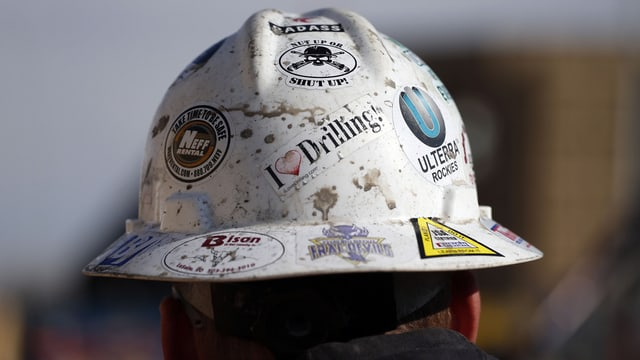 Helm eines Bauarbeiters
