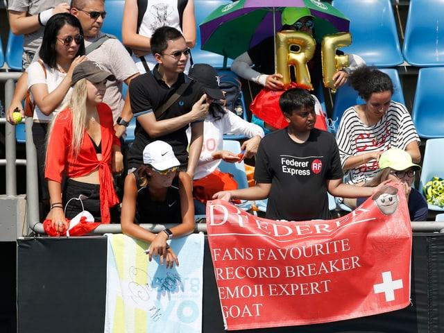 Federer-Fans beim Training.