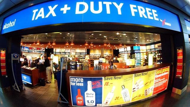 Blick auf einen Duty Free Shop am Flughafen Zürich
