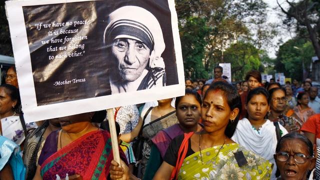 Mutter Teresa auf einem Plakat