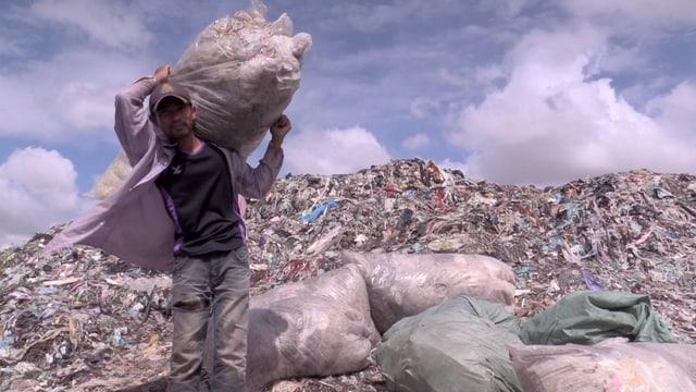 Plastikrecycler auf der Müllhalde von Phnom Penh