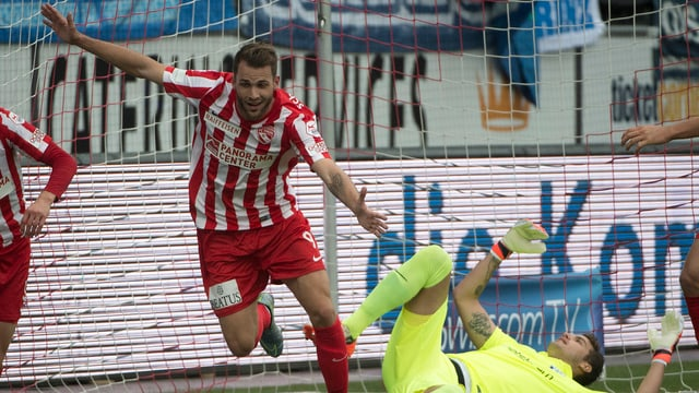 Roman Buess jubelt über ein Tor gegen den FC Zürich.