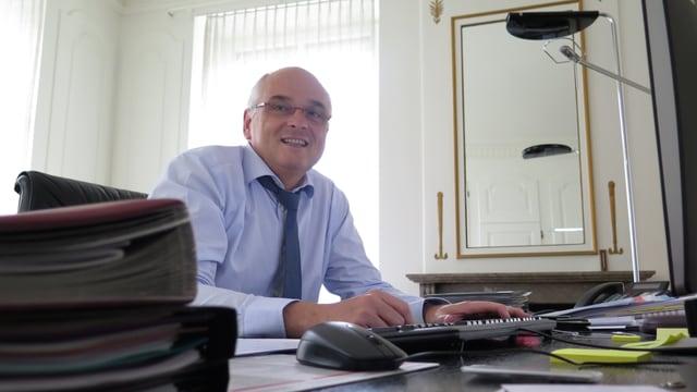 Pierre Alain Schnegg in seinem Büro.