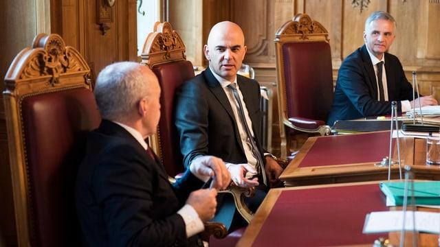 Ils cussegliers federals Ueli Maurer, Alain Berset e Didier Burkhalter.