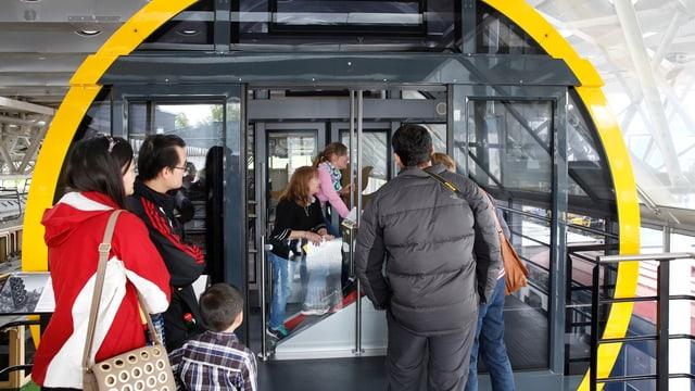 Eine Kabine der neuen Stoosbahn kann im Verkehrshaus besichtigt werden.
