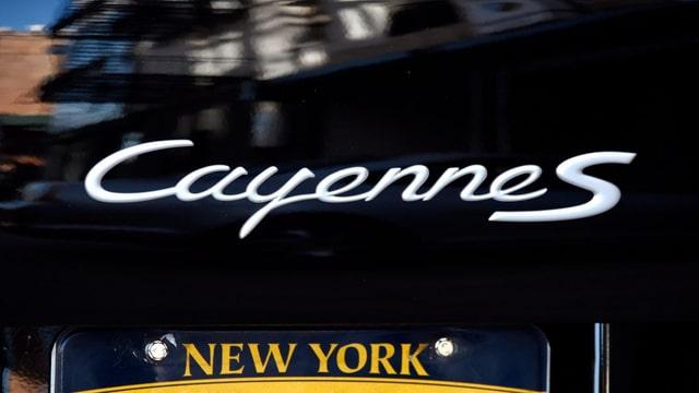 Ina signatura da Porsche Cayenne.